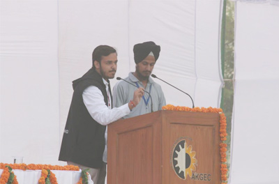 Organising Head and College Captain giving the Vote of Thanks.